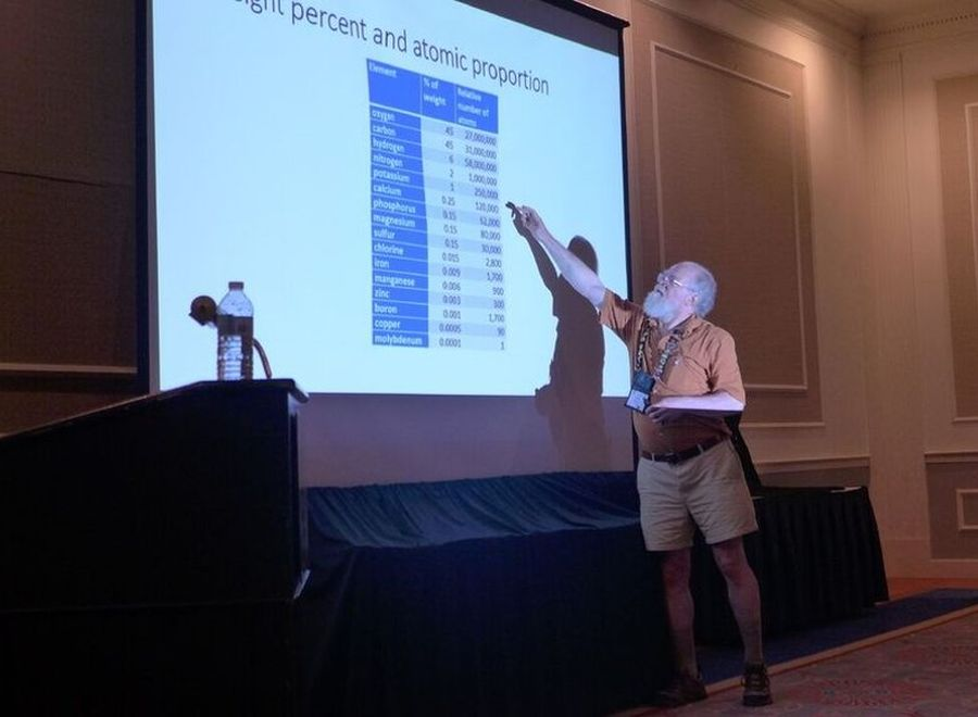 Speaker Bob Stewart lecturing on Water, Soil, and Your Plants